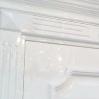 Белые глянцевые двери межкомнатные